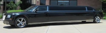 Chrysler 300 Stretch Austin limo Exterior